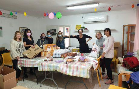 נשות 'מעגל נשים' למען נפגעי הטרור בחלוקת משלוחי מנות מרגשת