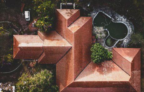 בניית גג רעפים מול גג בטון שטוח